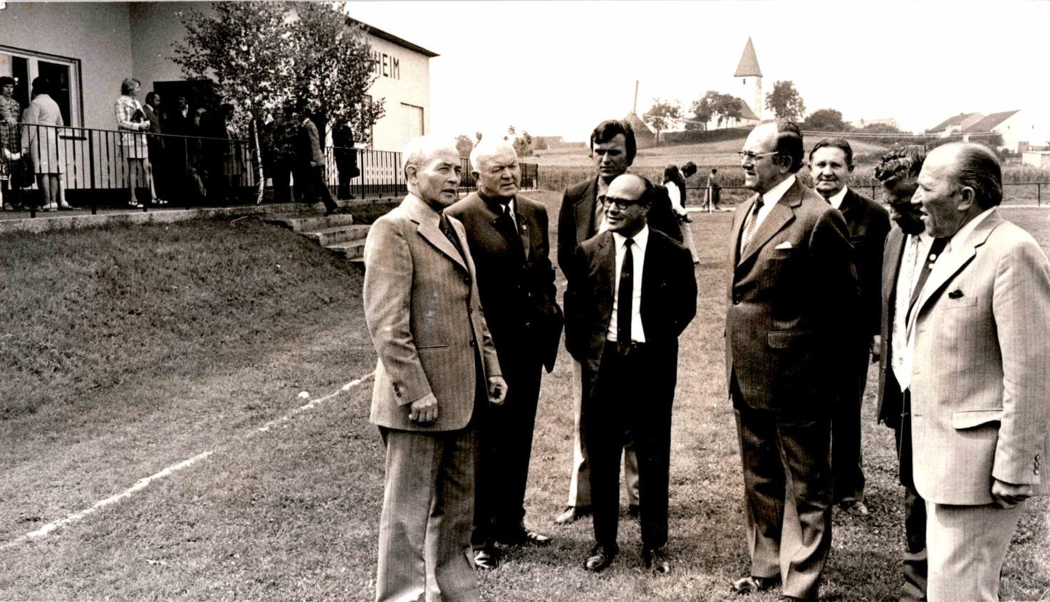 1973_Sportplatzeinweihung_Spiel_01