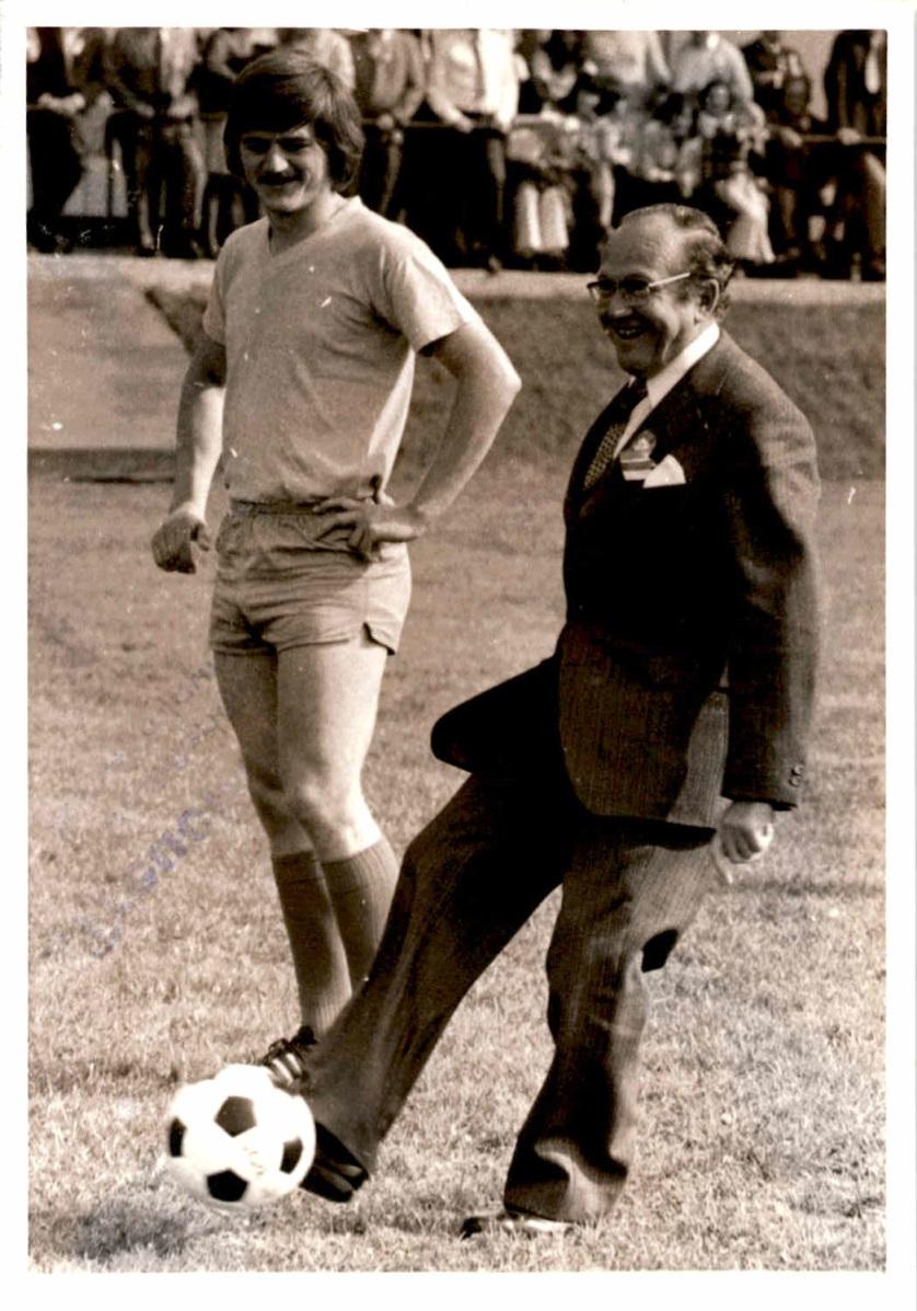 1973_Sportplatzeinweihung_Spiel_03