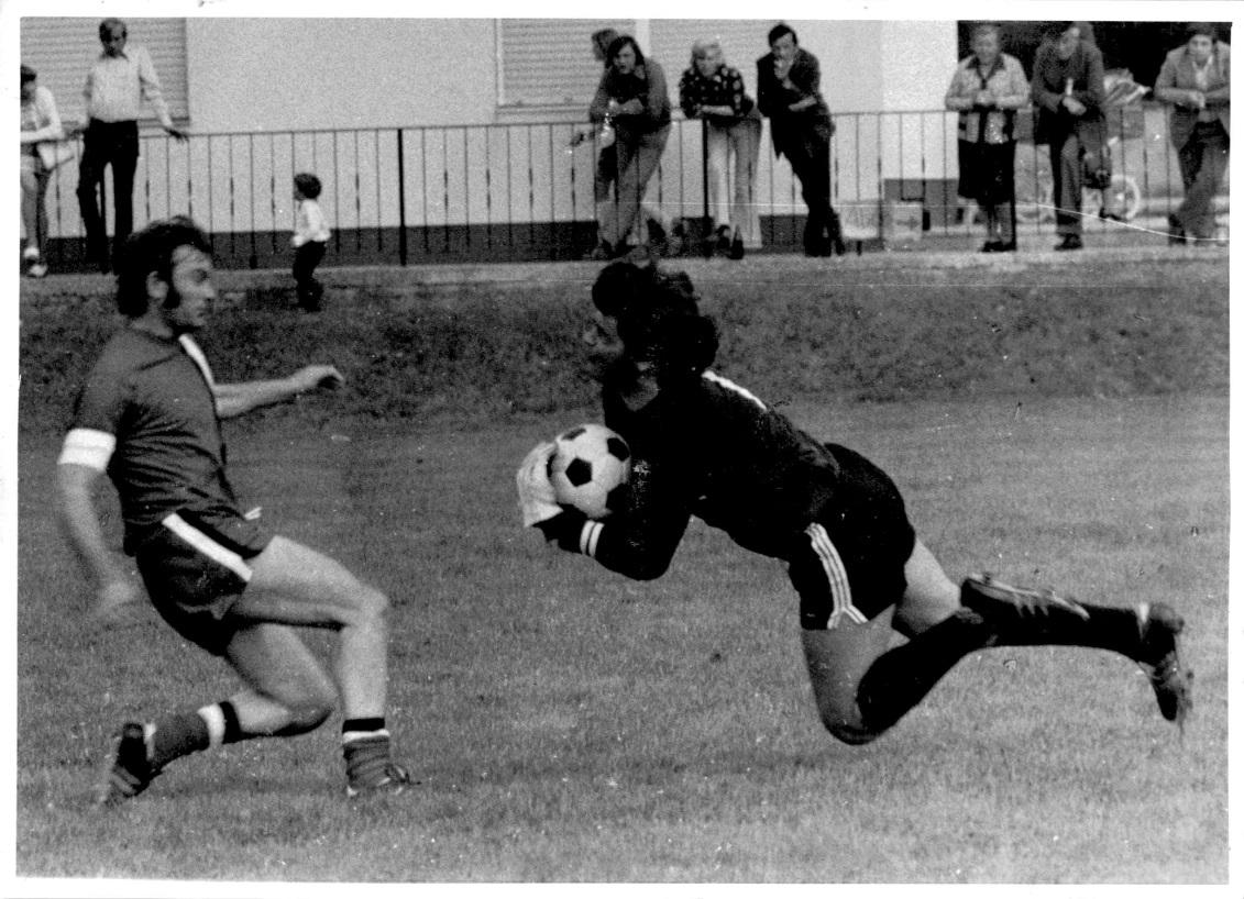 1973_Sportplatzeinweihung_Spiel_05