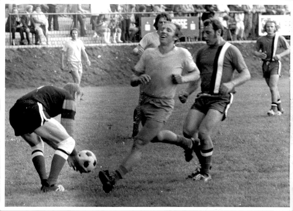 1973_Sportplatzeinweihung_Spiel_07
