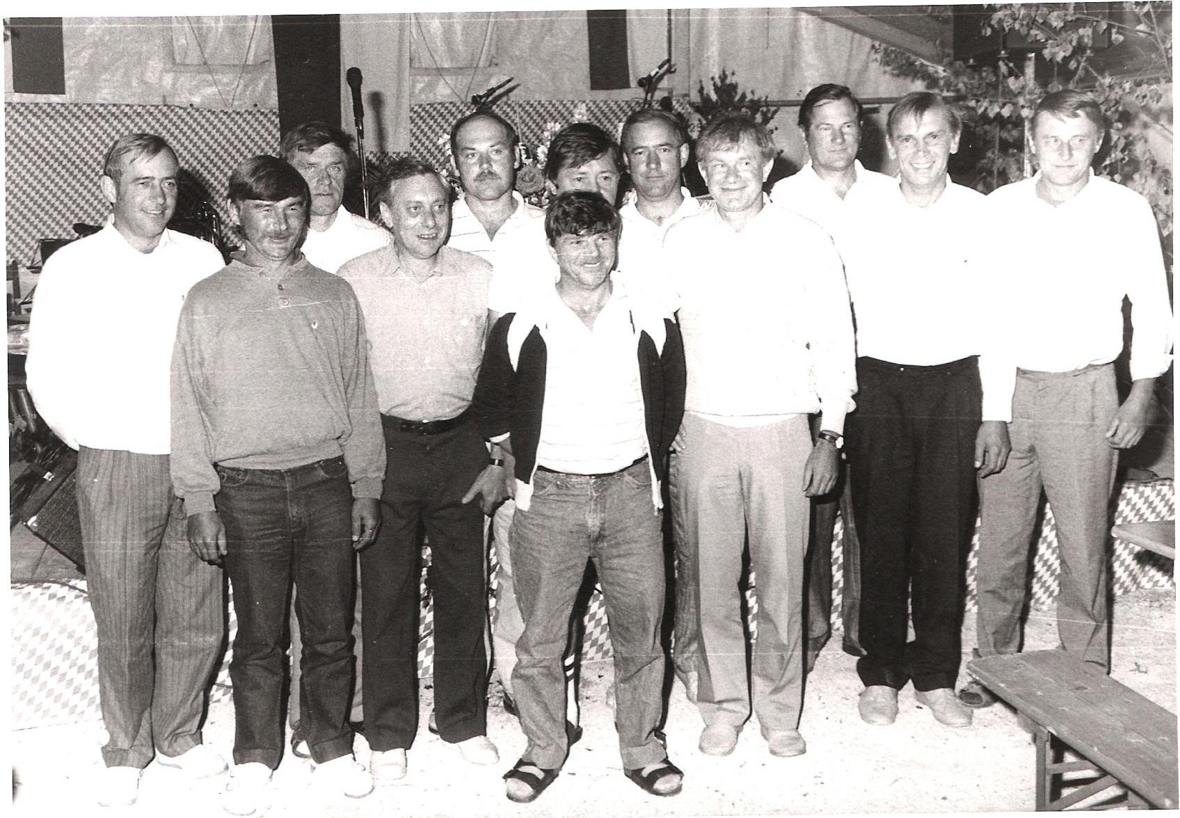 1988_Sportplatz_Neueinweihungen_Ehrung-25-Jahre-Mitglied-1